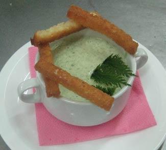 Гороховый суп-пюре со шпинатом и крапивой