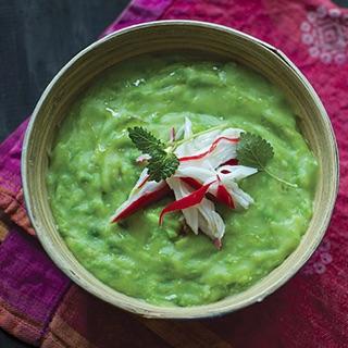 Крем-суп из шпината с миндалем, мускатным орехом и лимонной цедрой