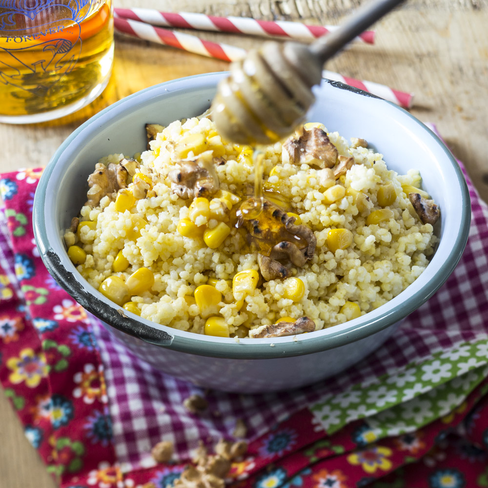 Пшенная каша со сладкой кукурузой и орехами