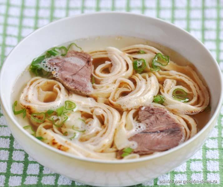 Тирольский  суп с блинами (фритатенсуппе)