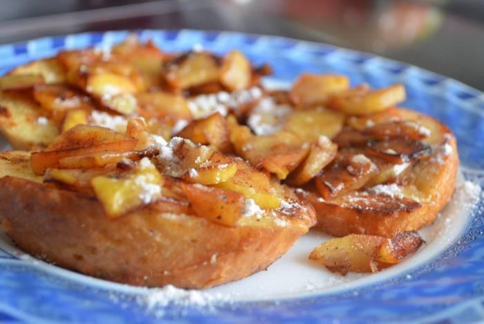 Яблочные тосты по-французски