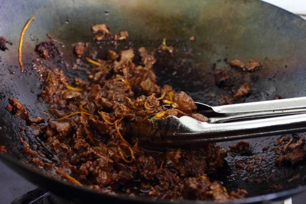 Говядина по-сычуаньски с огуречным салатом