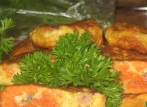 Лепешки-оладьи из икры и панировочных сухарей