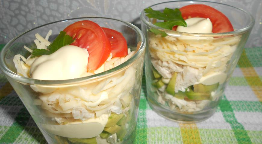 Салат – коктейль с курицей и сыром