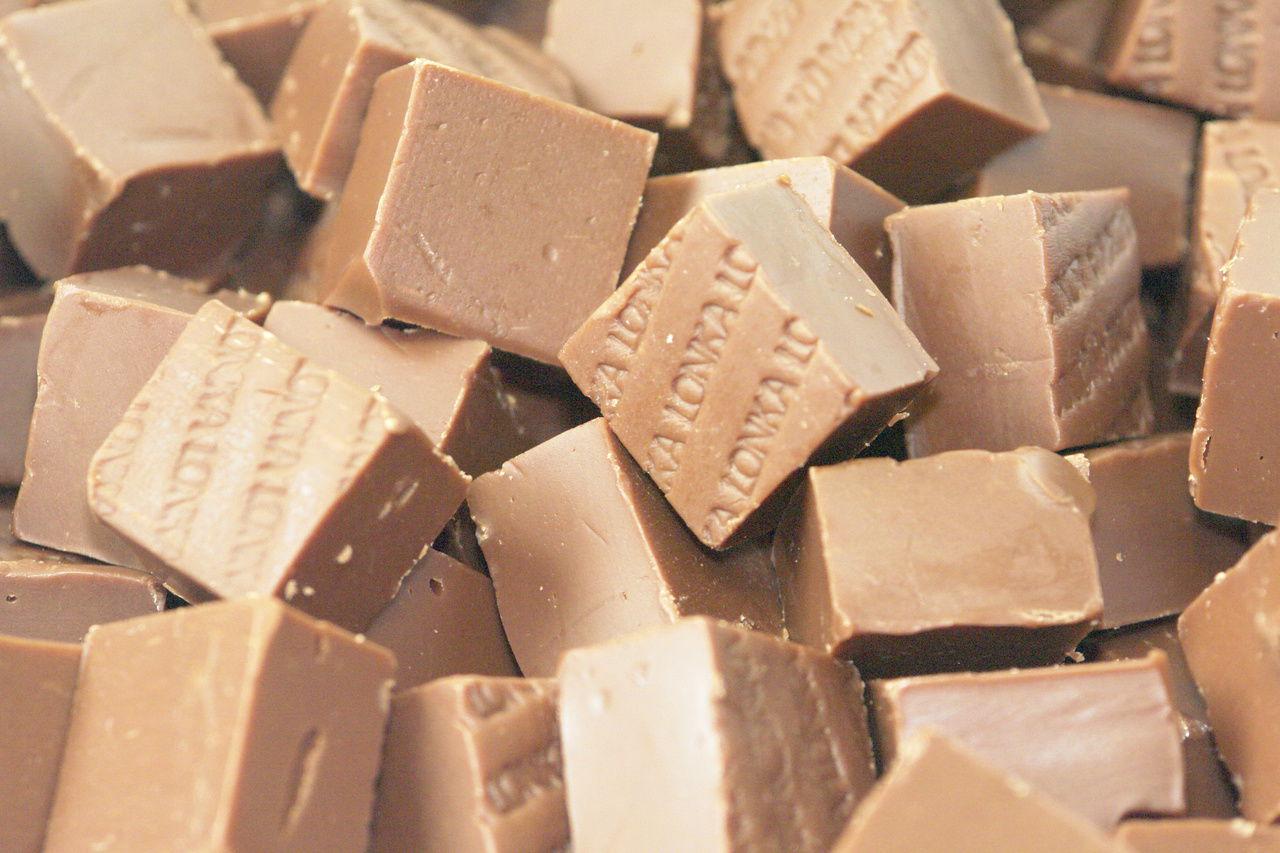 Английский ирис с шоколадом и миндалем