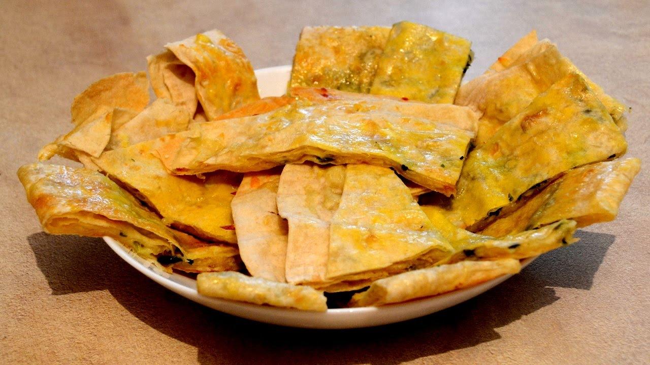 Хрустящий лаваш с сыром и помидорами