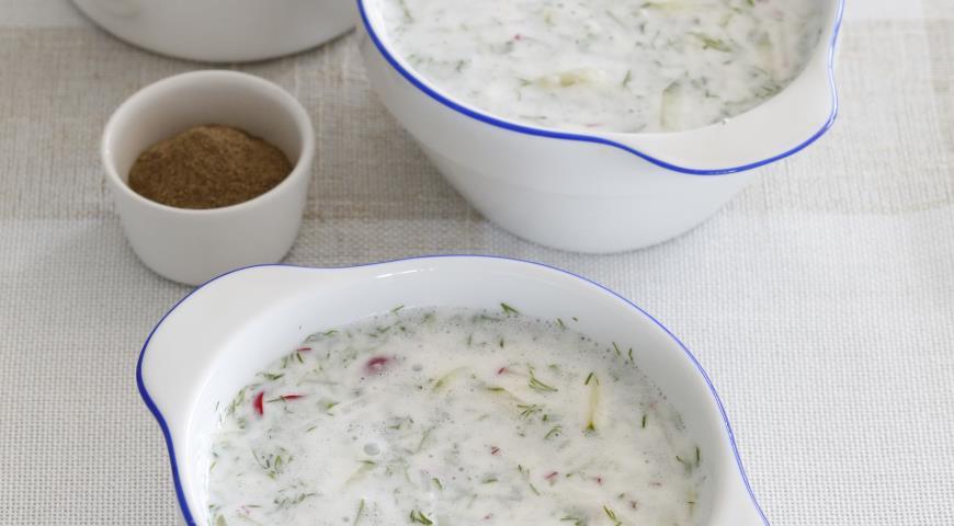 Холодный суп из кефира и огурцов
