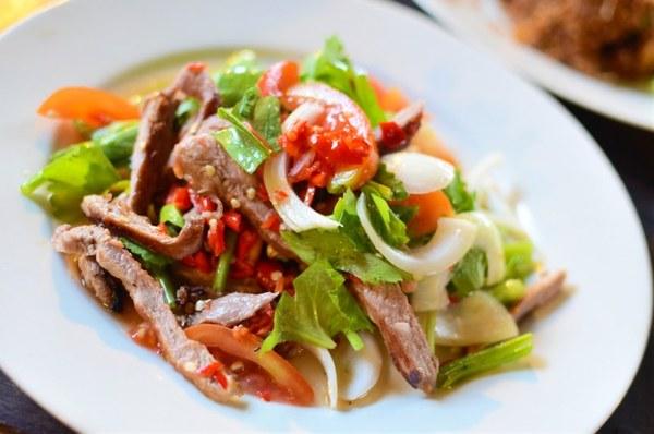 Салат с дайконом, свининой и шампиньонами