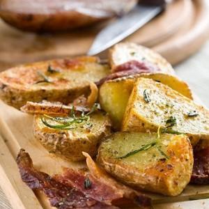 Картофель, запеченный с чесноком и травами