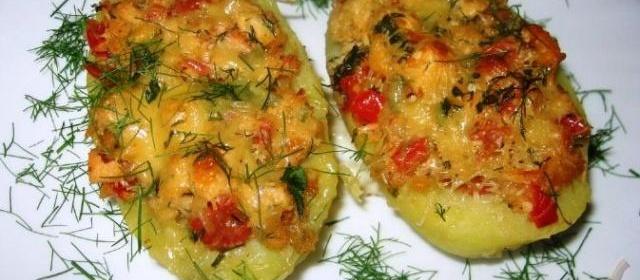 Картофельные лодочки, фаршированные курицей и овощами
