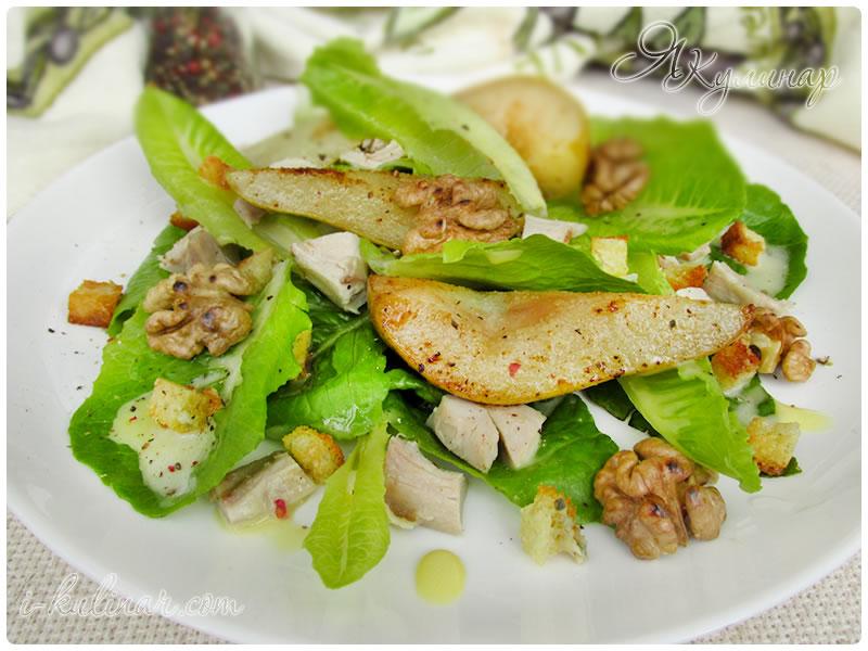 Зеленый салат с курицей и сухариками