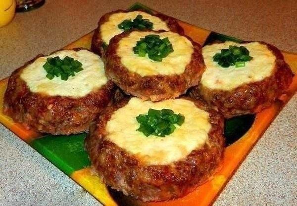 Мясные «ватрушки» — быстрый ужин