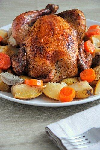 Курица, запеченная с картофелем и морковью в белом вине