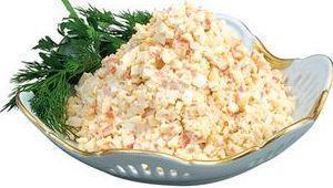 Очень вкусный салат из крабовых палочек с кукурузой