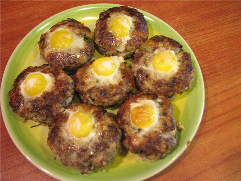 Котлеты с перепелиными яйцами «Павлиний глаз»