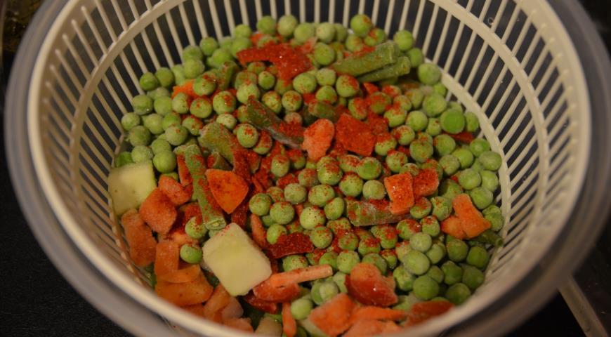 Овощной штрудель с фасолью и паприкой