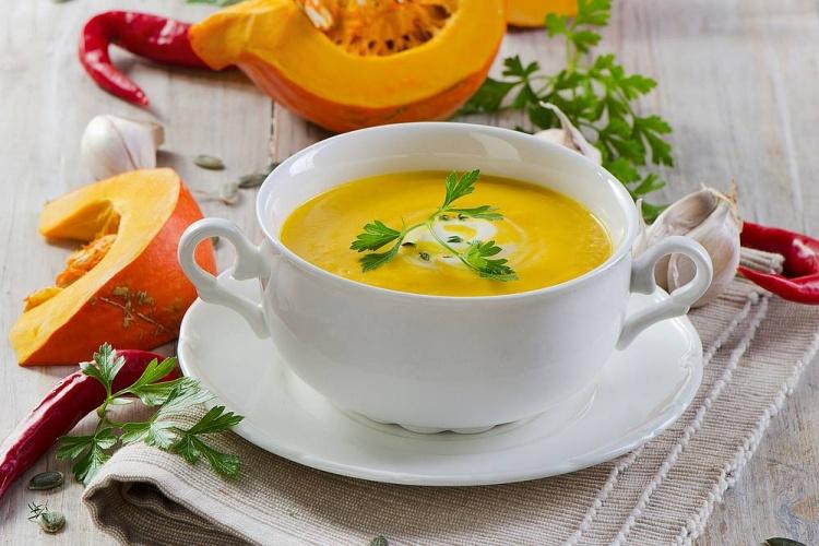 Приготовить суп пюре из тыквы со сливками