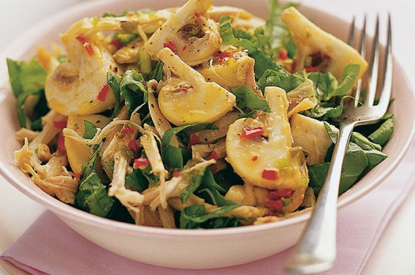 Салат из грибов шампиньонов жареных и курицей пошагово