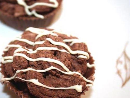 Клубничные пирожные в бисквитном стаканчике