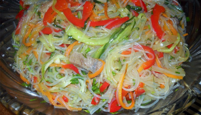 Салат из морепродуктов: порадуй себя вкусненьким!