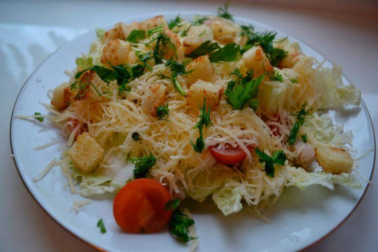 салат с пекинской капустой с курицей и сыром