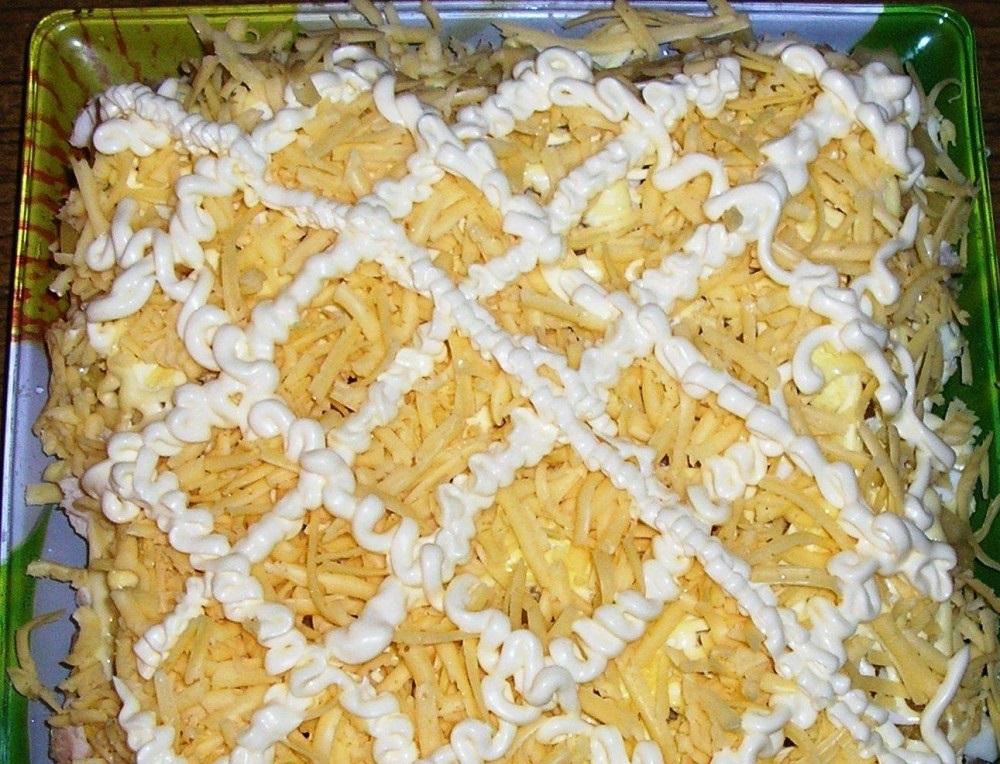 Салат «Куриная грудка с ананасами»