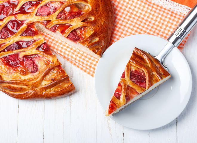 Клубничный пирог: домашний рецепт