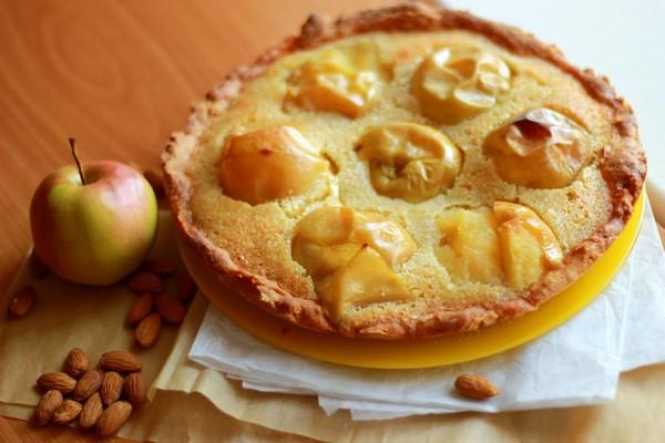 Домашний яблочный пирог с франжипаном