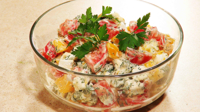 Салат с кириешками помидорами рецепт с