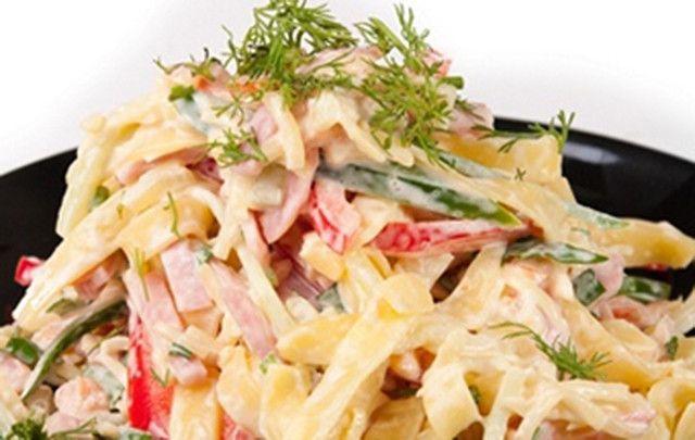 Рецепты салатов с копчёным сыром