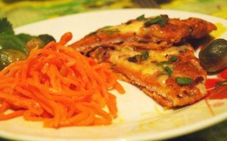 Яичница-болтунья с сыром, чесноком и зеленью