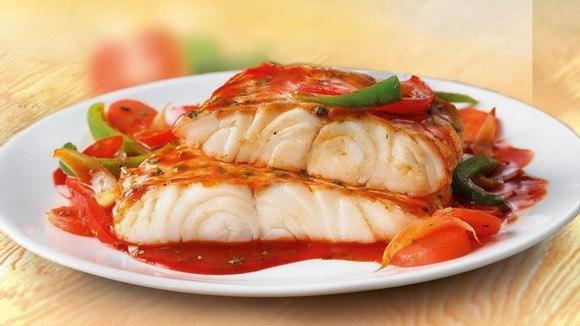 Рыба под томатно-овощным соусом