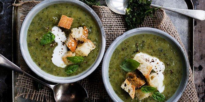Суп из щавеля на курином, мясной и овощном бульонах