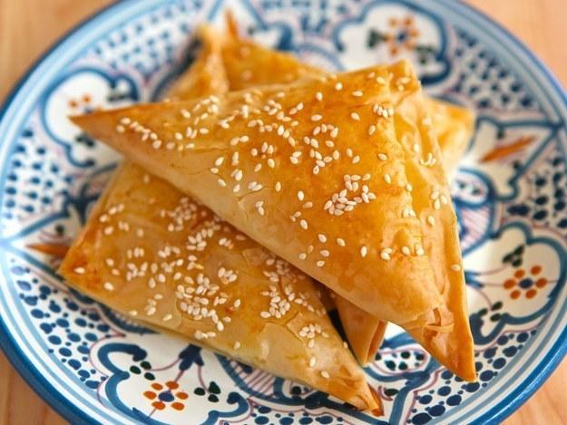Бурекасы (пирожки) из слоеного теста с рыбной начинкой