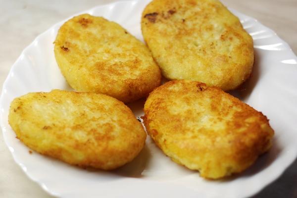 Котлеты из картофеля с куриной начинкой