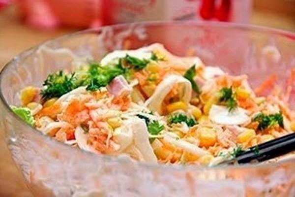 Простой салатик с омлетом