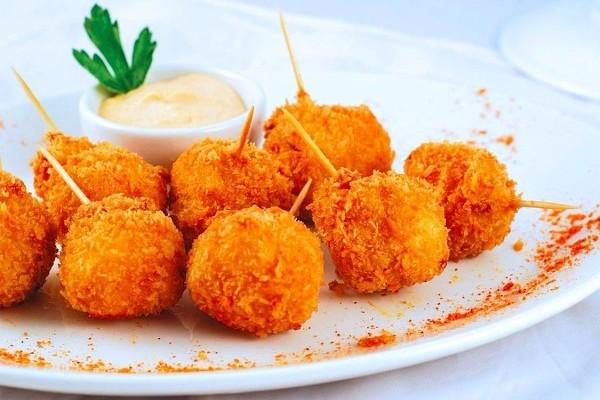 Сырные шарики с чесноком на закуску