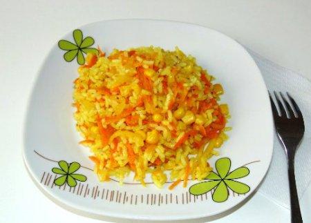 Рис с кукурузой, луком и морковью