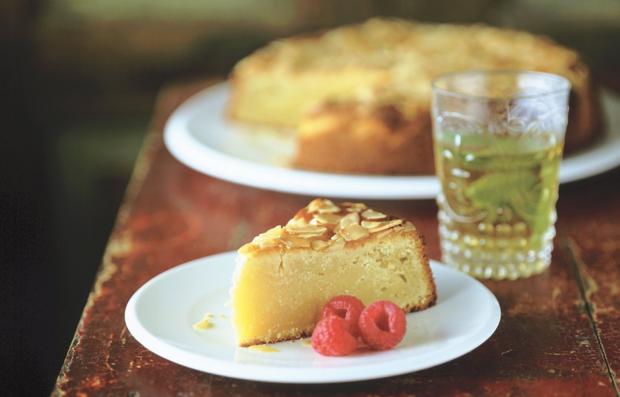 Пирог с миндалем и малиной