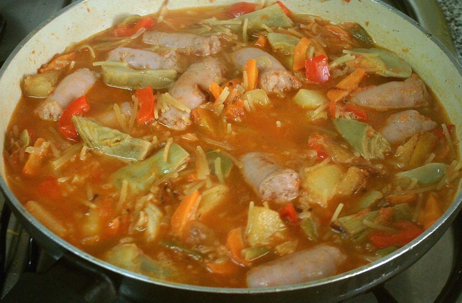 Паста с овощами и свиными ребрышками (Fideos a la cazuela)