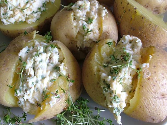 Варёный картофель с творогом