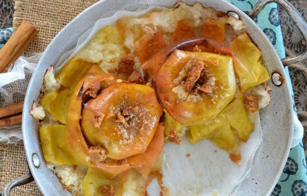 Печеные яблоки с пряным печеньем