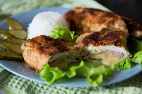 Шницель «Кордон блю» с сыром и ветчиной
