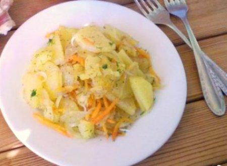 Жареная картошка с морковкой
