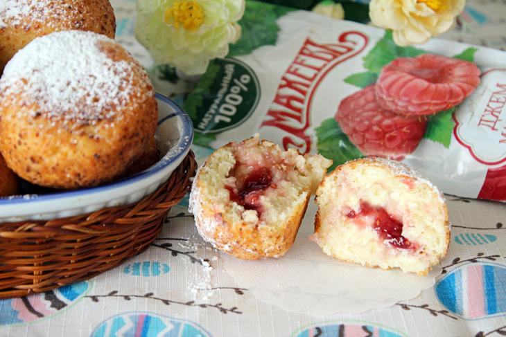 Творожные пончики с малиновым джемом