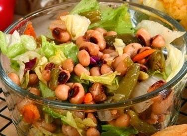 Овощной салат из фасоли и сельдерея