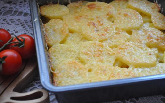 Запеченный картофель с сыром и тимьяном