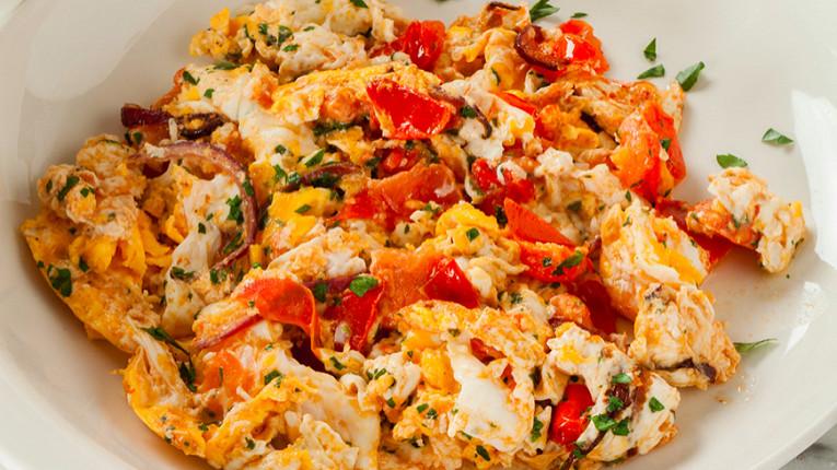 Рис с морковью изюмом и орехами