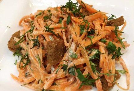 Морковный салат с сухариками