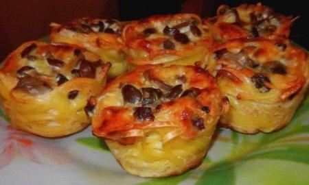 Гнезда со сметанно-грибной начинкой